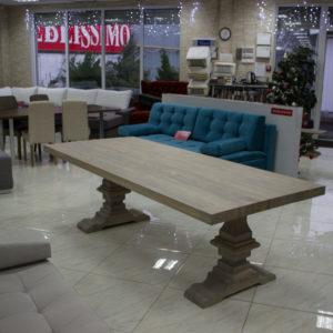 Vackert matbord av trä