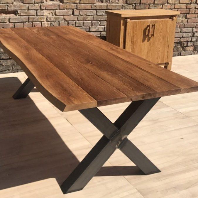 Utomhus matbord med metallben