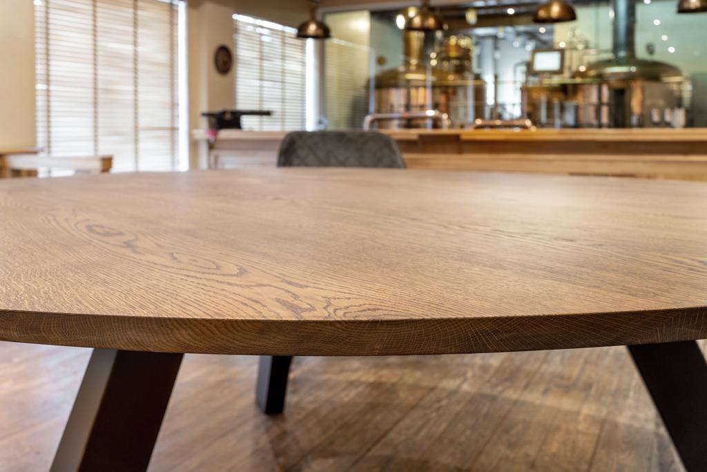 färdiga bordsskivor i trä